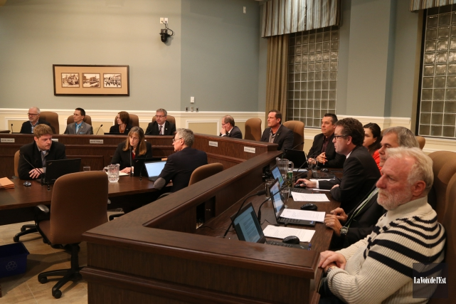 Les conseillers et le maire manquent de jugement... (archives La Voix de l'Est)