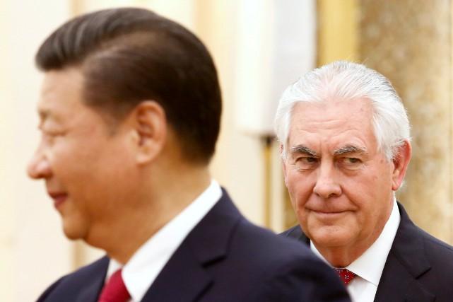 L'absence de Rex Tillerson (à droite) pourrait s'expliquer... (PHOTO REUTERS)