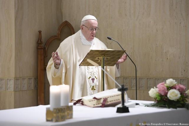Le pape François a appelé mardi les jeunes... (AFP)