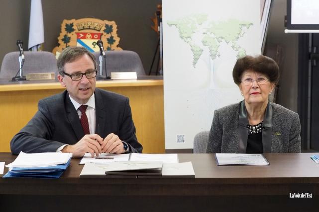 Le directeur général de la SODEB, Charles Lambert,... (Alain Dion, La Voix de l'Est)