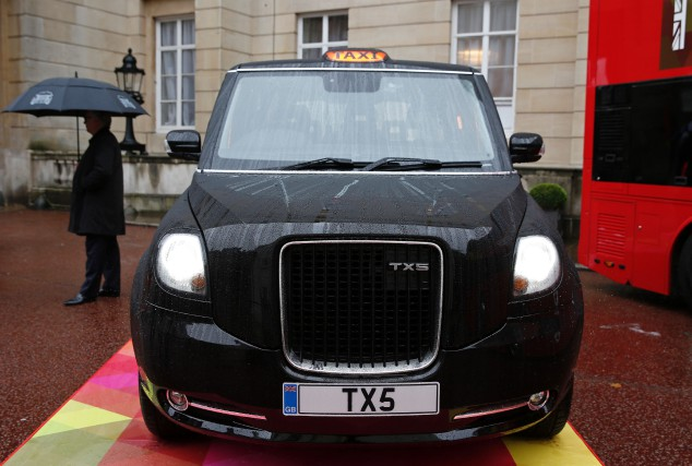Le constructeur chinois Geely, fabricant des taxis noirs... (photo AFP)