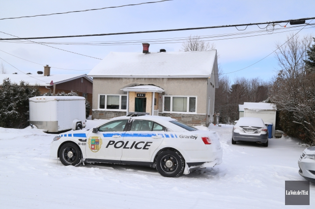 Les policiers de Granby ont mené mercredi huit... (Janick Marois, La Voix de l'Est)