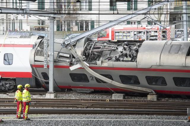 Tous les passagers ont été évacués et le... (Photo Urs Fueeler, Keystone via AP)