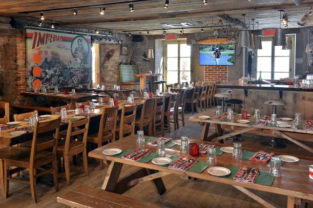 Le restaurant La Bûche, situé sur la rue... (Le Soleil, Patrice Laroche)