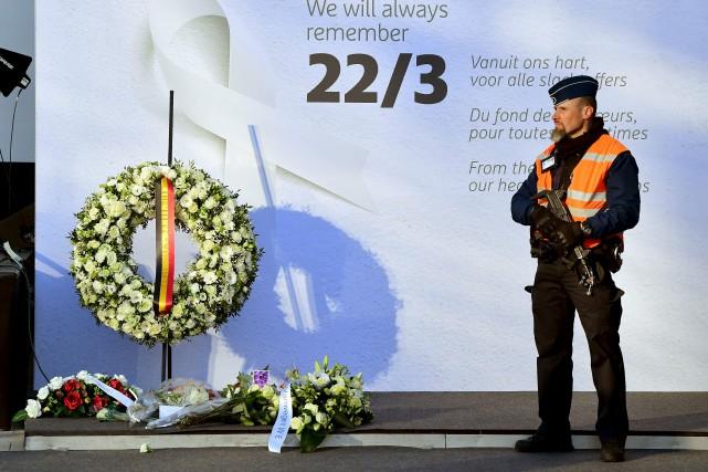 Les hommages aux 32 morts et plus de... (AFP, Emmanuel Dunand)