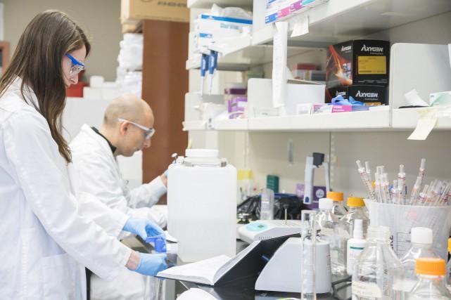 Les gouvernements du Québec et du Canada doivent offrir à nos scientifiques les... (Archives, La Tribune)