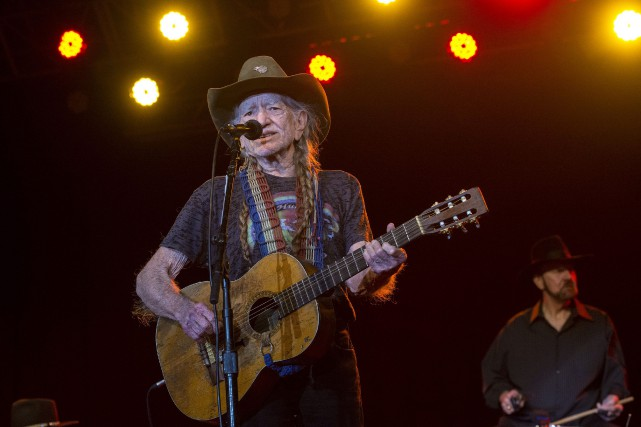 Willie Nelson, le 4 mars dernier.... (Photo archives Rolando Otero/South Florida Sun-Sentinel via AP)