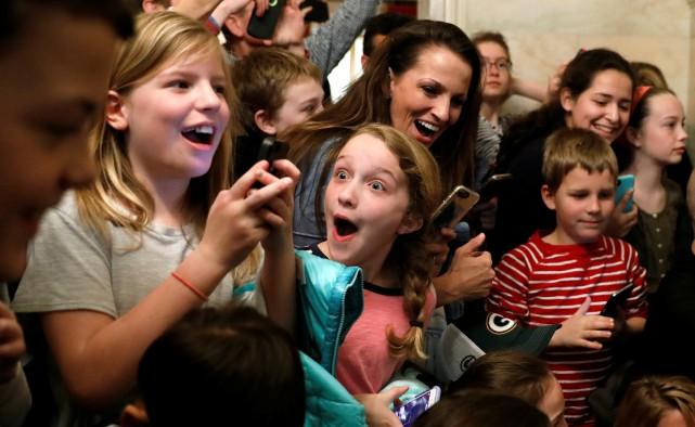 Des enfants ont participé à une visite de... (PHOTO REUTERS)