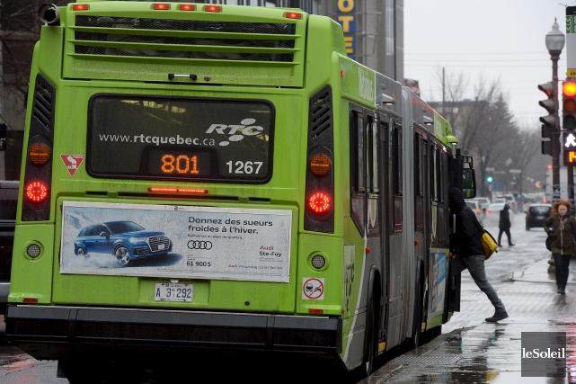 Personne ne prenait l'autobus pour toucher un crédit... (Photothèque Le Soleil, Erick Labbé)