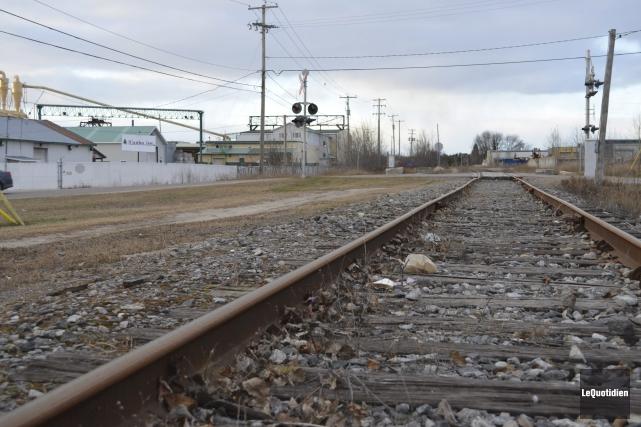 Abandonné depuis quelques années, la voie ferrée à... (Archives Le Quotidien, Louis Potvin)