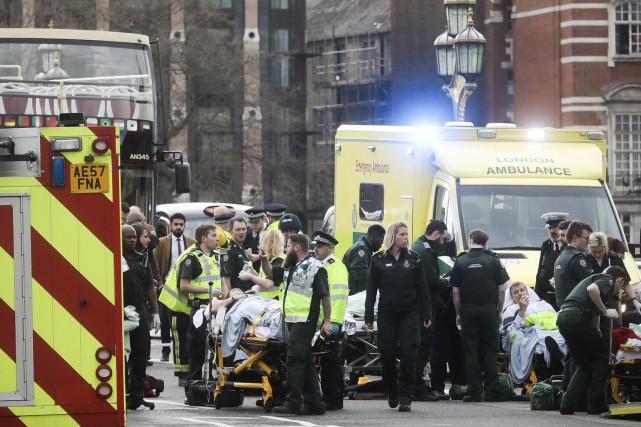 ÉDITORIAL / Une voiture et un couteau: les services policiers et du... (Bloomberg)
