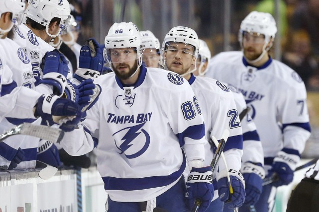 Grâce à cette victoire, le Lightning s'approche à... (PHOTO Michael Dwyer, AP)