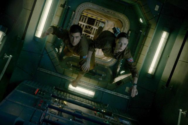 Jake Gyllenhaal et Rebecca Ferguson dans Vie. Le... (Fournie par Columbia)