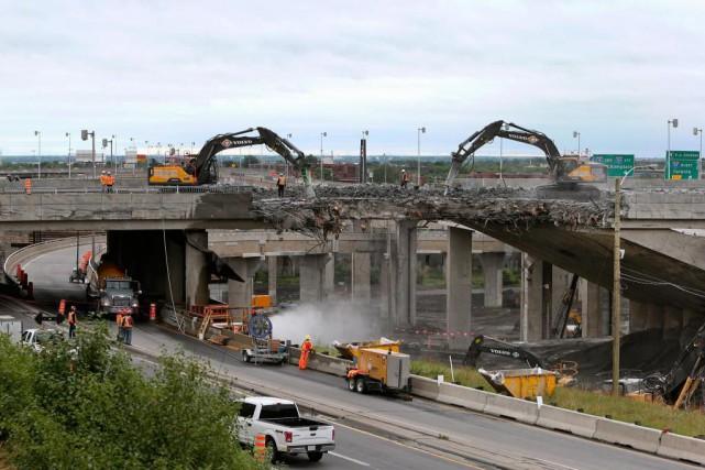 La démolition puis le début de la reconstruction... (PHOTO ROBERT SKINNER, Archives LA PRESSE)