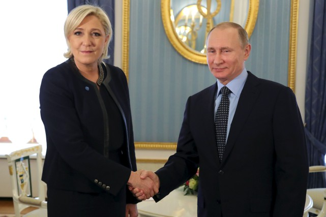 En rencontrant Vladimir Poutine à un mois du... (AFP, Mikhail Klimentyev)