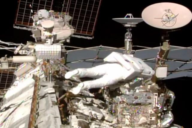 L'astronaute Thomas Pesquet à sa sortie dans l'espace.... (Jose ROMERO, NASA TV via AFP)