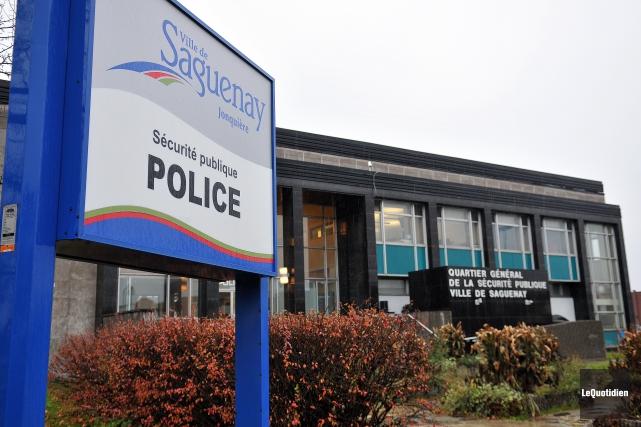 Un policier de la Sécurité publique de Saguenay... (Archives Le Quotidien)
