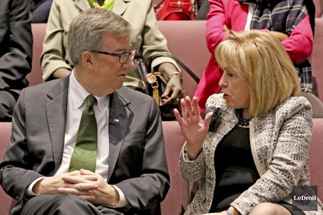 Le maire d'Ottawa, Jim Watson, en compagnie de... (Patrick Woodbury, Le Droit)
