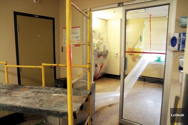 À l'unité des soins intensifs, au 3e étage,... (Étienne Ranger, Le Droit)