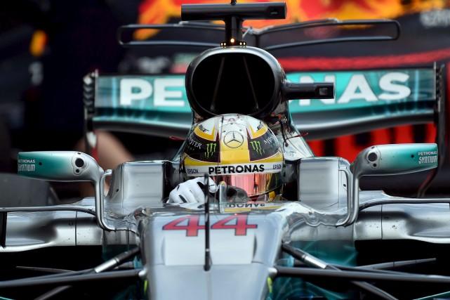 Le pilote de Mercedes, Lewis Hamilton, est le... (AFP, Saeed Khan)