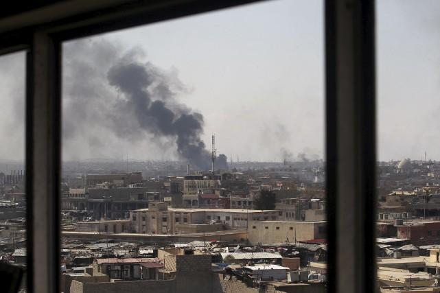Les forces armées irakiennes ont bombardé des positions... (AFP,  AHMAD AL-RUBAYE)