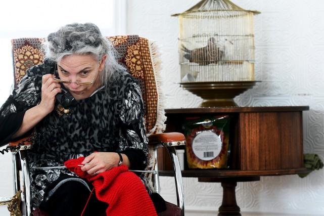 La comédienne Guylaine Rivard interprète Éva, une vieille... (Le Progrès-Dimanche, Rocket Lavoie)