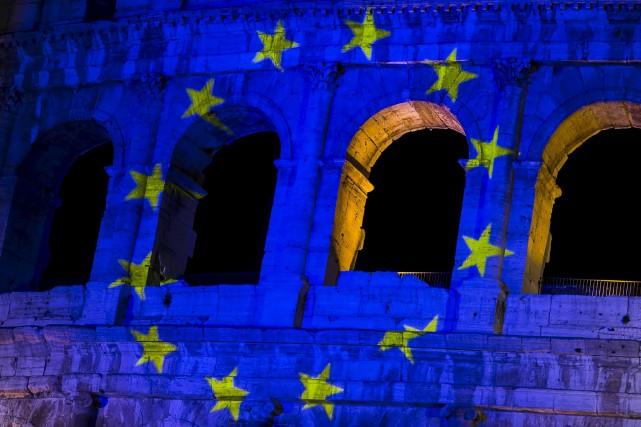 Le Colisée de Rome avait déjà été illuminé... (AP, Angelo Carconi)