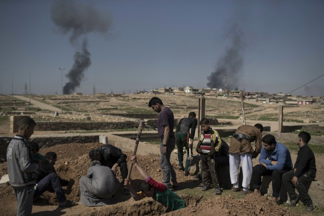 Selon des responsables irakiens et des témoins, des... (AP, Felipe Dana)