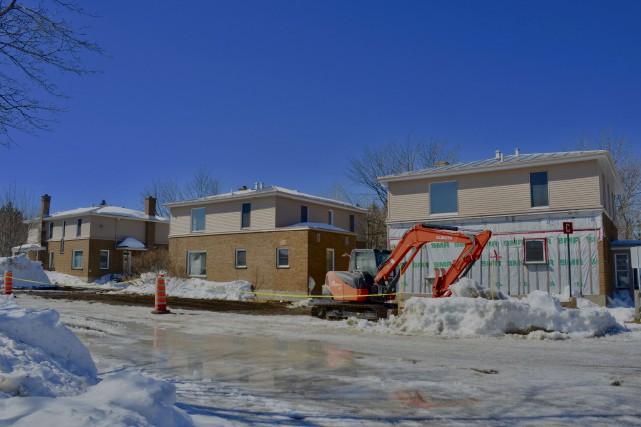Ces maisons, situées sur le terrain de l'hôpital... (Collaboration spéciale Johanne Fournier)