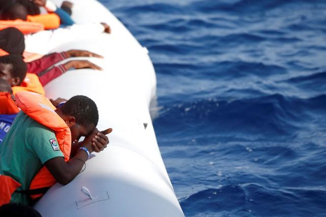 Un millier de migrants ont été secourus dans la nuit de samedi à dimanche au... (Photo Archives REUTERS)