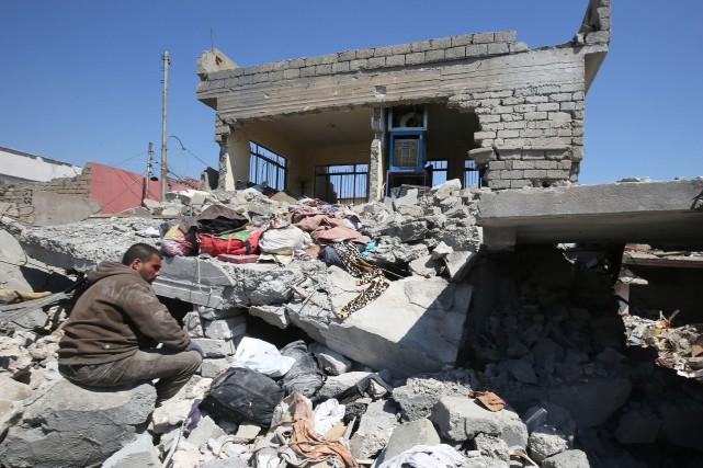 Une attaque aérienne sur Mossoul visant des militants... (PHOTO AFP)