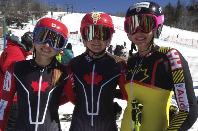 Valérie Grenier (au centre) a devancé les Ontariennes... (COURTOISIE CANADA ALPIN)