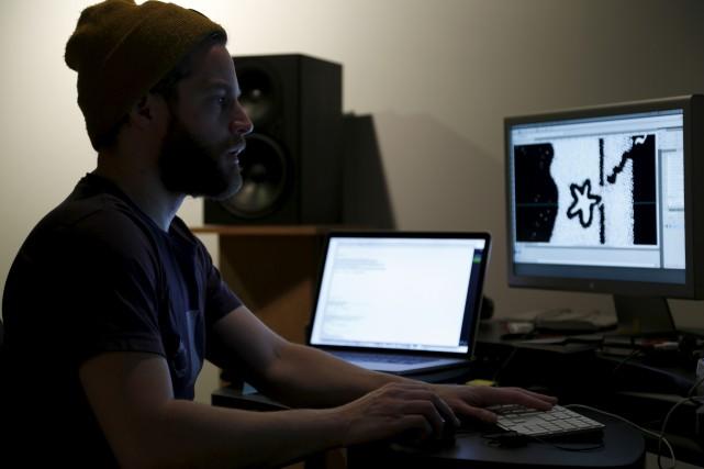 Patrick Doyon au travail à la Bande vidéo... (fournie par la Bande vidéo)