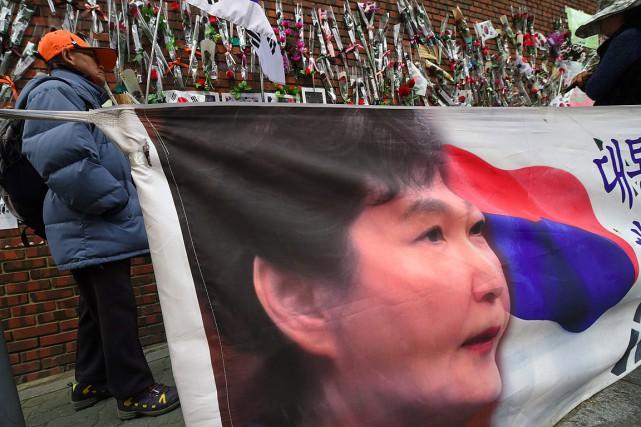 Des partisans de l'ex-présidente sud-coréenne Park Geun-Hye ont... (PHOTO JUNG Yeon-Je, AGENCE FRANCE-PRESSE)