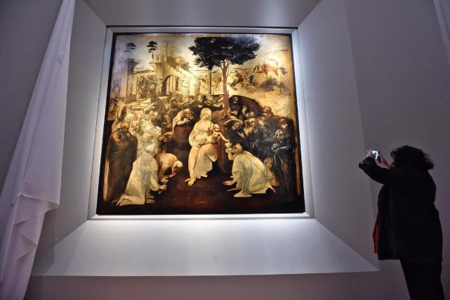 La grande toile quasi carrée est retournée à... (Photo Maurizio Degl' Innocenti, ANSA via AP)