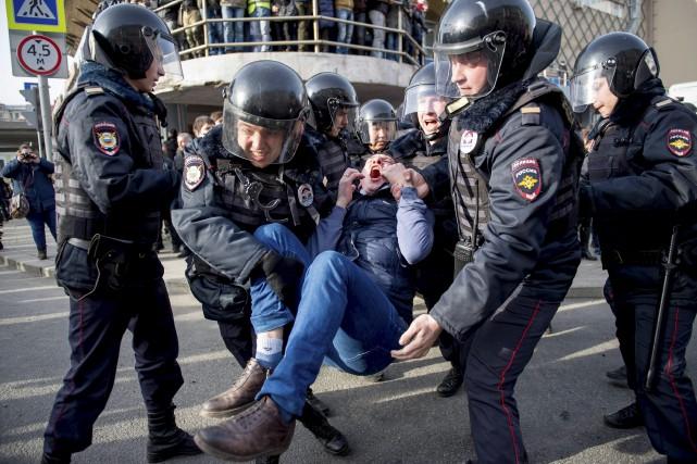 Plus de mille personnes ont été arrêtées dans... (AFP, Alexander Utkin)