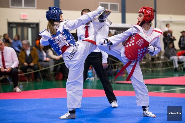 La porte-couleurs du club de taekwondo de Louiseville... (Olivier Croteau, Le Nouvelliste)