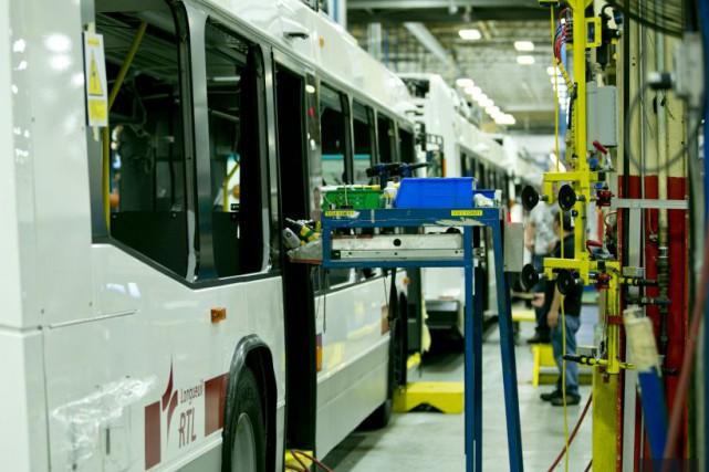Le constructeur québécois d'autobus Nova Bus compte embaucher... (La Presse)