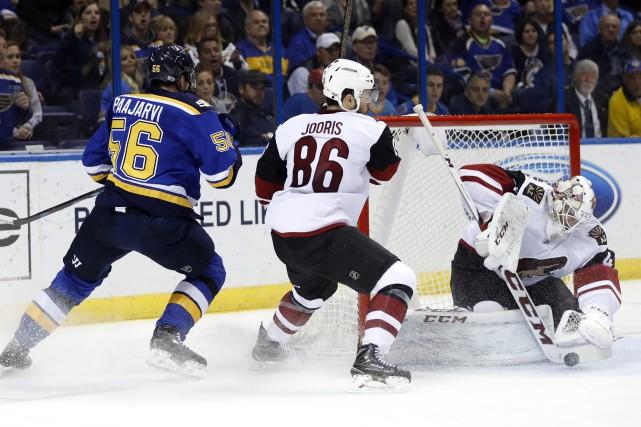 Jaden Schwartz a marqué à deux reprises permettant aux Blues de St. Louis de... (PHOTO AP)