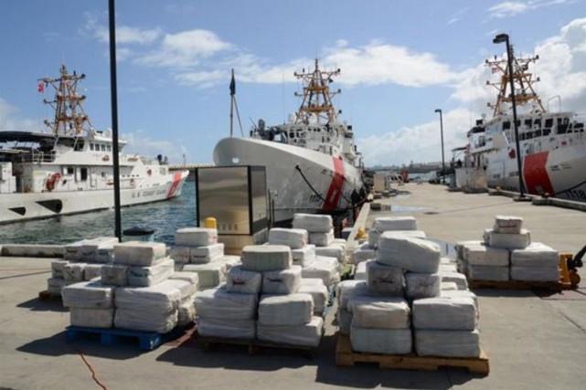 Saisie de cocaïne par la Garde cotière américaine... (www.news.uscg.mil)