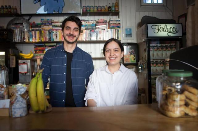 Gianni Pezzulo et Megan Verdone, copropriétaires du café... (Photo Olivier PontBriand, La Presse)
