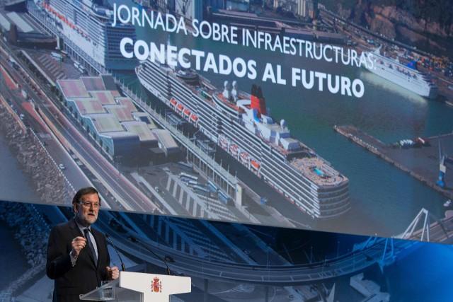 Mariano Rajoy a annoncé mardi à Barcelone des... (PHOTO Josep LAGO, AFP)
