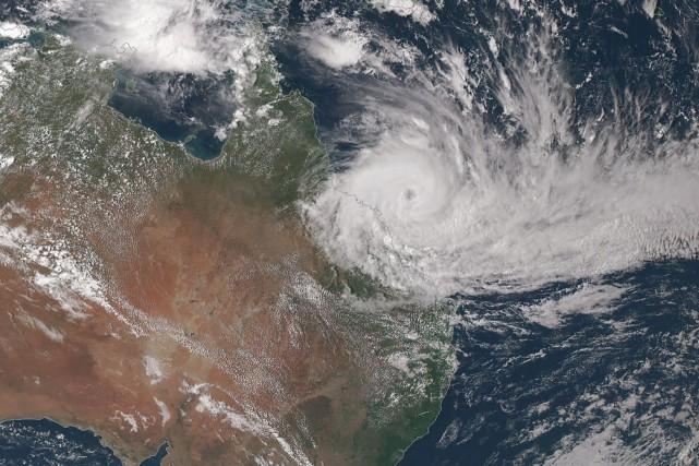 Un puissant cyclone a fouetté mardi la côte tropicale du nord-est de... (AFP)