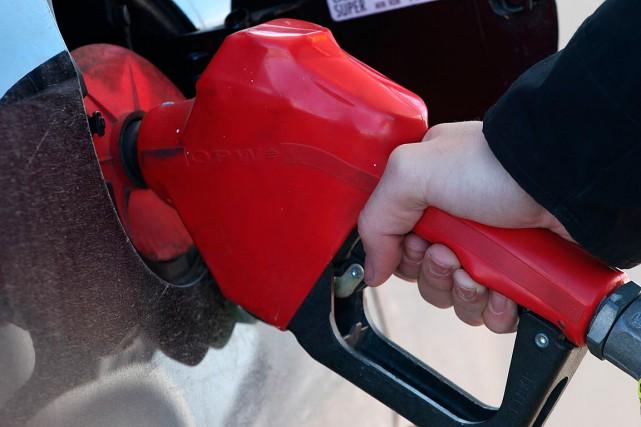 L'essence au plomb a été progressivement retirée du... (La Voix de l'Est)