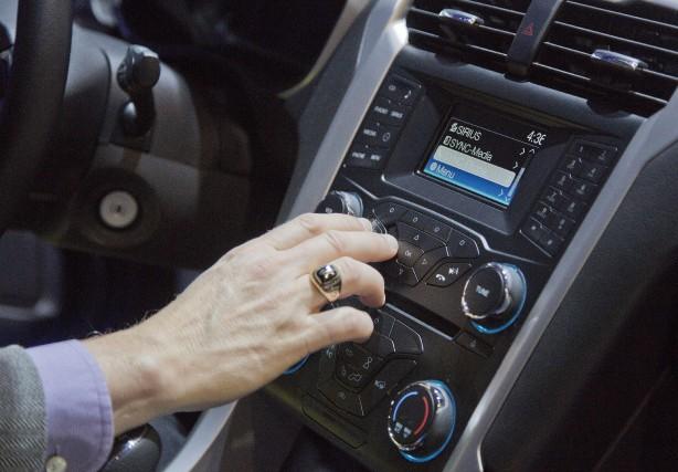 Les voitures en savent de plus en plus... (Photo AP)