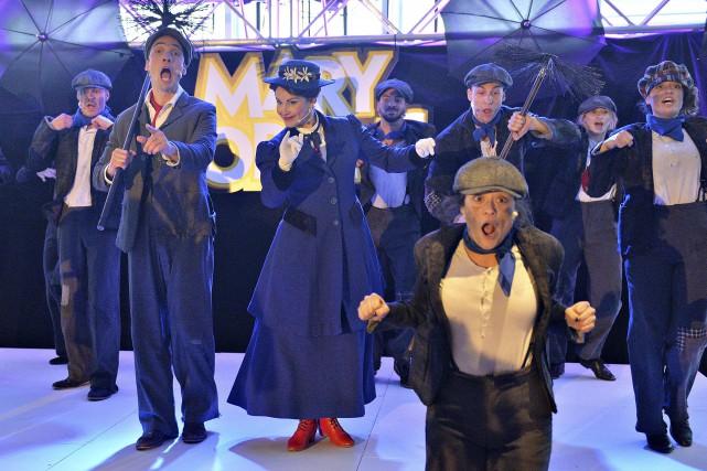 Une partie de la troupe a interprété Chem-Cheminée... (Le Soleil, Patrice Laroche)