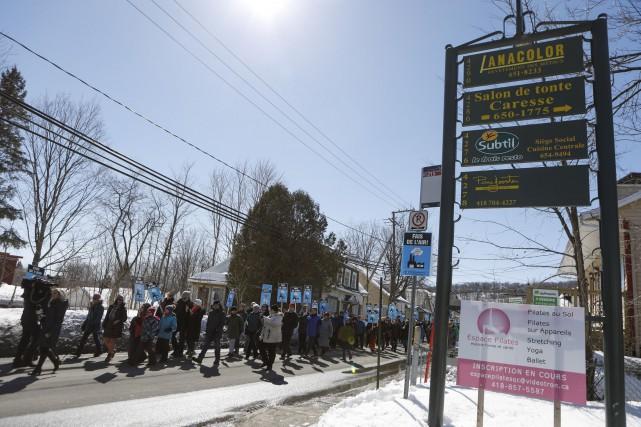 Une marche citoyenne s'est tenue récemment devant l'usine... (Le Soleil, Caroline Grégoire)