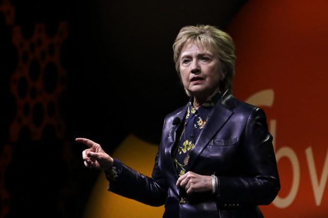 Hillary Clinton s'est adressée à des centaines de... (PHOTO AP)