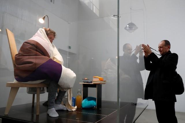 L'artiste de 44 ans couvera jusqu'à l'éclosion d'une... (Photo Gonzalo Fuentes, REUTERS)