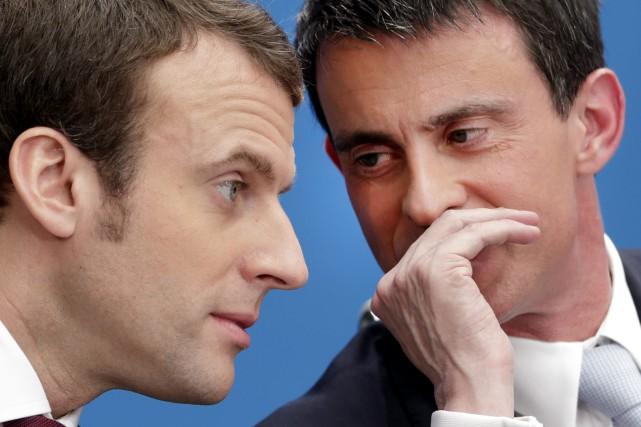 Emmanuel Macron et Manuel Valls en 2015.... (PHOTO ARCHIVES AP)